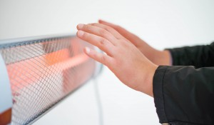 エアコンとヒーター・ストーブどちらがお得?特徴と電気代は?