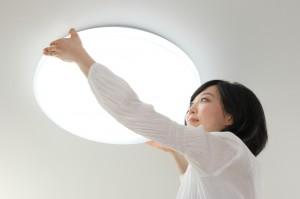LED照明に変えると電気代がどのくらいお得になるのか、実際の部屋で比較してみました